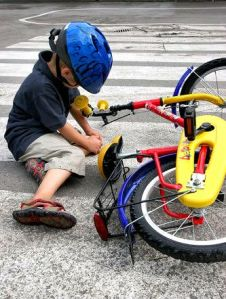 kid-fall-off-bike