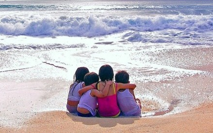 friends-at-the-beach