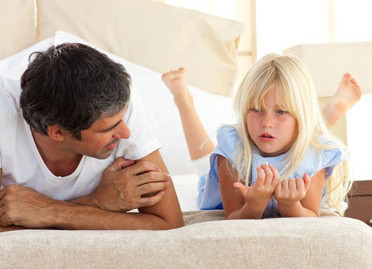 dad-listening-to-daughter
