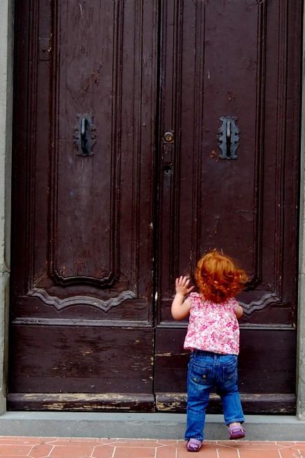 cortona-lil-knocking-on-doors